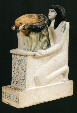アメン・ラー神に牡羊の頭部を捧げるペンシェナブの像