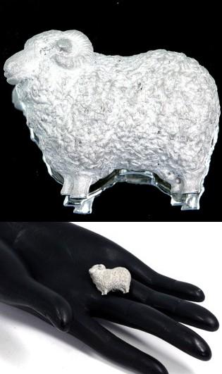 羊のブローチ