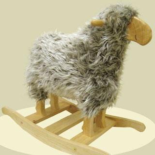 羊のふわふわ木馬