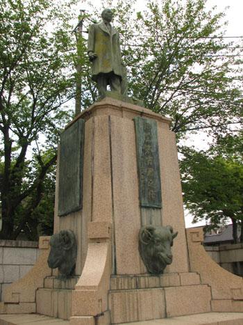 天王川公園内銅像